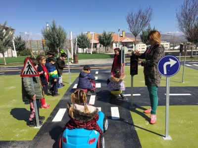 ANA SINIFI ÖĞRENCİLERİ TRAFİK PARKINDA (Kindergarten Students are at the Traffic Park)