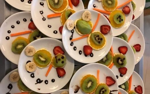 ANA SINIFI ÖĞRENCİLERİ İKİNDİDE EĞLENCELİ MEYVELERLE! (Kindergarten Students Ate Funny Fruits at Snack Time!)