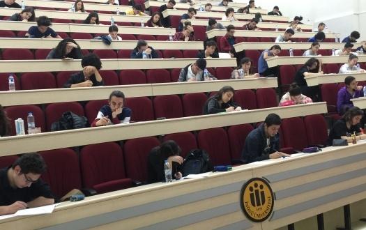 Liselilerimiz Üniversite Amfisinde YKS Provasında (High School in Provancıal University Amphithe )